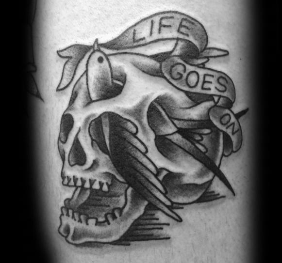 40 Leben geht auf Tattoo Designs für Männer - Phrase Ink Ideas