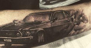 40 Mustang Tattoo Designs für Männer - Sport Car Ink Ideen