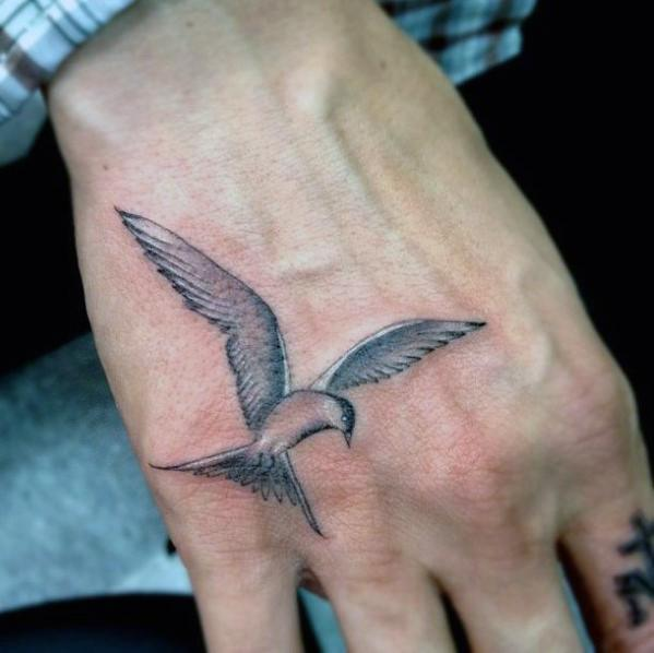 60 Kleine Hand Tattoos Fur Manner Masculine Ink Design Ideen