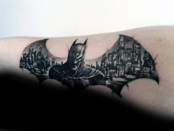 50 Batman Symbol Tattoo Designs für Männer - Superhelden-Tinte Ideen
