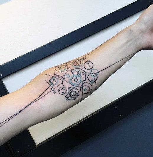 40 Gallifreyan Tattoo Designs für Männer - Doctor Who Ink Ideen