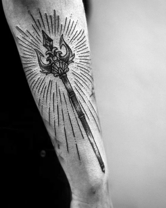 40 Trident Tattoo-Designs für Männer - Neptune-Tinte Ideen